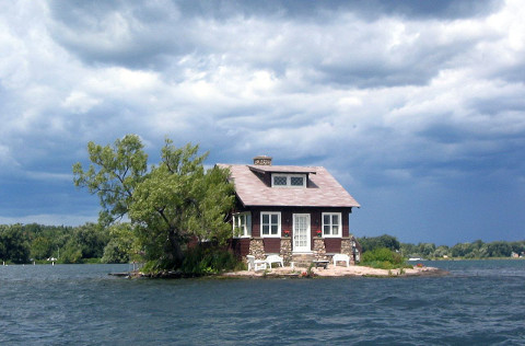 1280px-Thousand_Islands_single_house