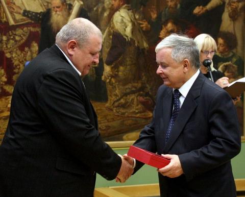 Arch.kancel.prez.Lech_Kaczyński_i_syn_Józefa_Franczaka_-_Marek